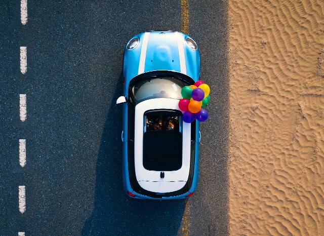mini cooper with balloons