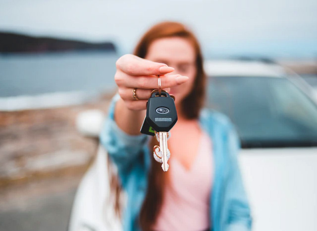 woman handing back car keys