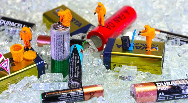toys cleaning batteries